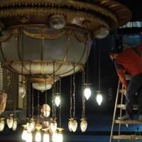 Operativo de limpieza de la histórica araña del Coliseo Podestá